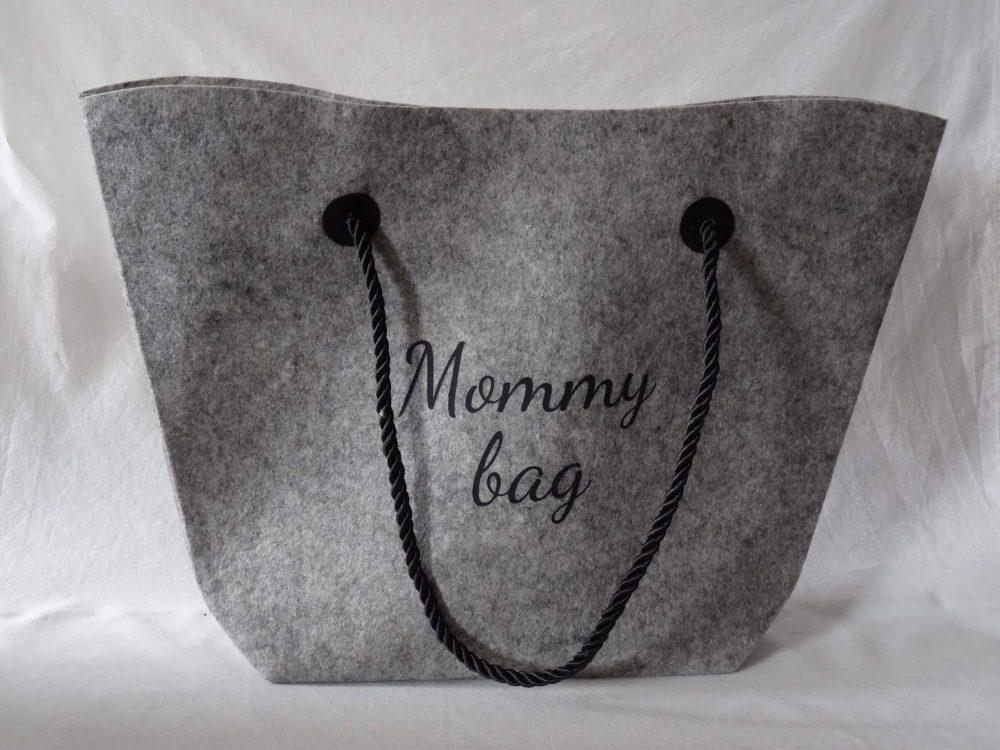 8c9ddaf97fe Vilten tas met koord - origineel geschenk - mommy bag - Suikeratelier.be