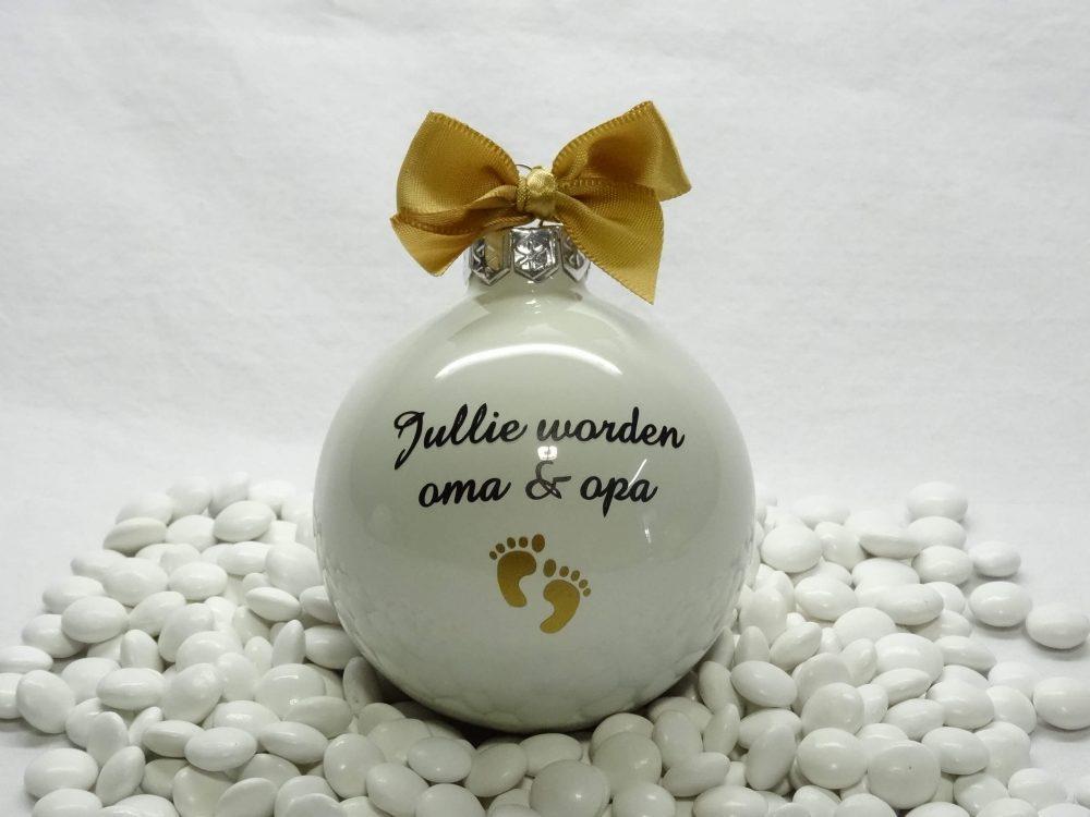 kerstbal wit - jullie worden oma & opa