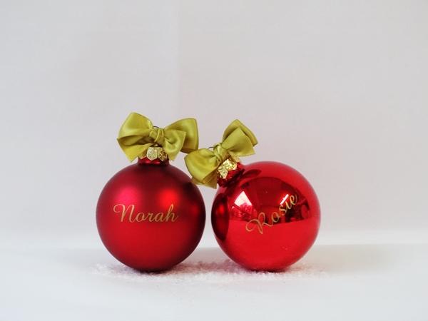 2 kerstballen met personalisatie - rood